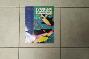 Book Oceano Profundo y Azul by Scholastic, Inc.