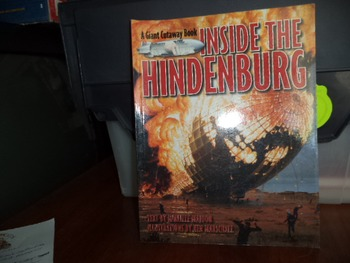 INSIDE THE HINDENBURG   ISBN 0-316-12354-4