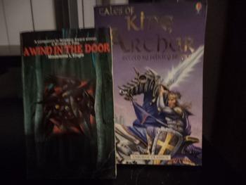 KING ARTHUR   A WIND IN THE DOOR     (SETOF 2)