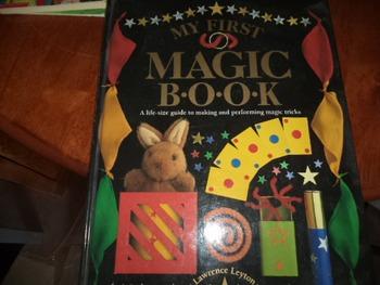MY FIRST MAGIC BOOK    ISBN 1-56458-319-8