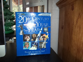 THE 20TH CENTURY YEAR BY YEAR   ISBN 1-84028-295-9