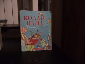 THE ROALD DAHL TREASURY   ISBN0-439-61117-2